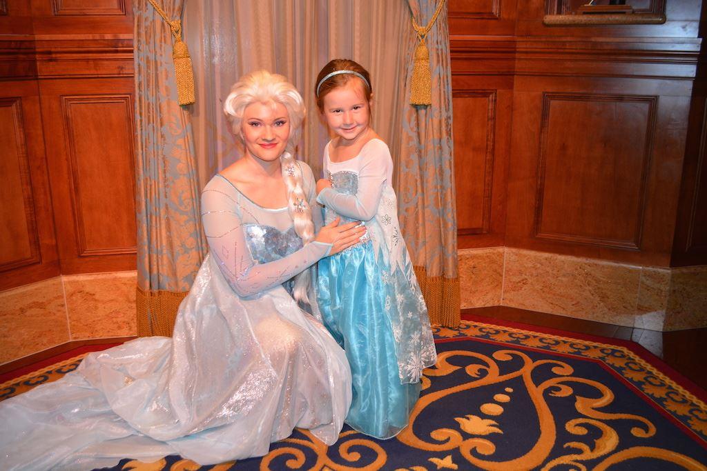 Meet and greet with anna and elsa at princess fairytale hall magic mk168 00 m4hsunfo